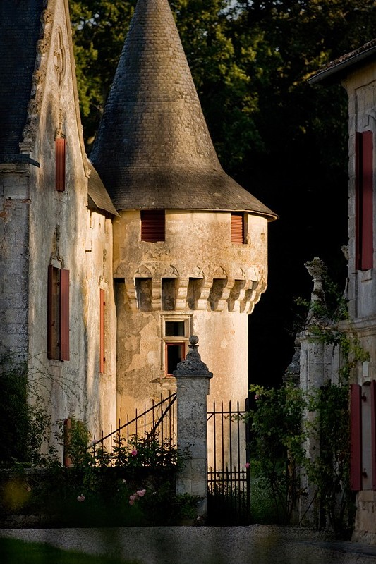 Chateau olivier a rich history of fine wine for Chateau olivier
